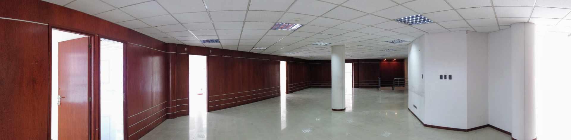 Oficina en Alquiler Av. Ballivian Esq. Calle 13 de Calacoto Foto 6