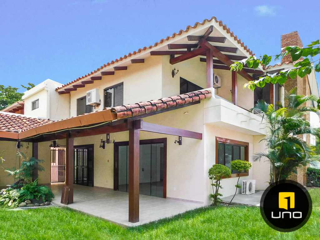 Casa en Venta Hermosa casa en venta en Equipetrol Foto 6