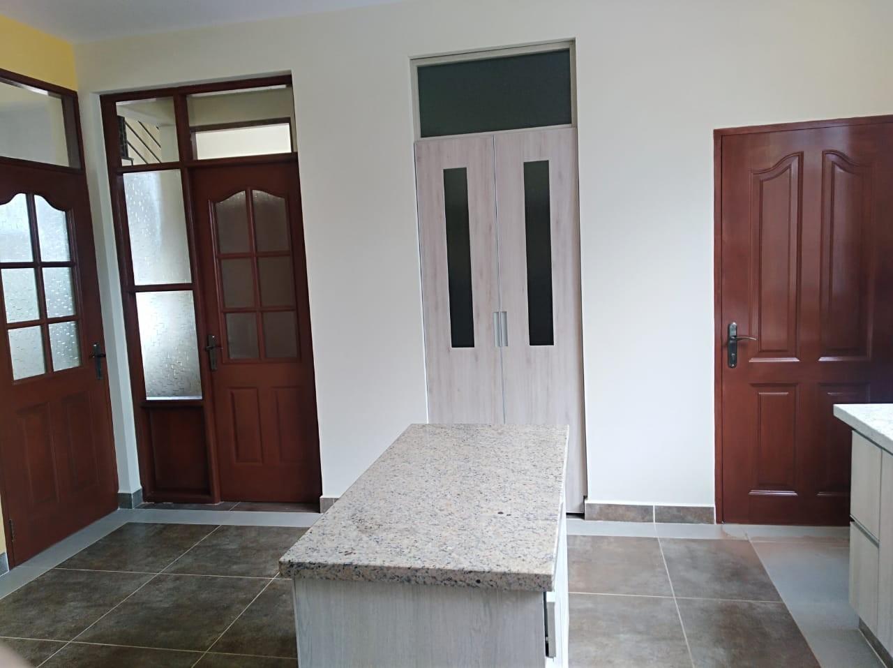 Casa en Venta C. Innominada esq. Av. Aguas Potables Foto 4