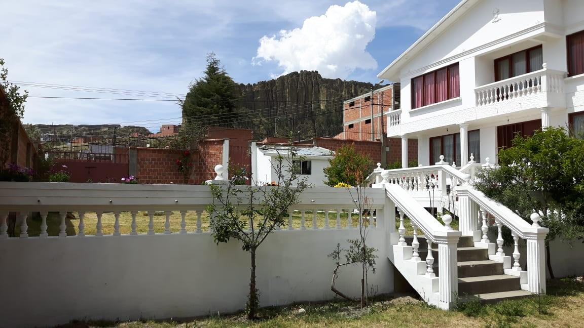 Casa en Anticretico Casa en ANTICRETICO NO MASCOTAS Las Rosas Zona Achumani La Paz todos los servicios y jardines Foto 3