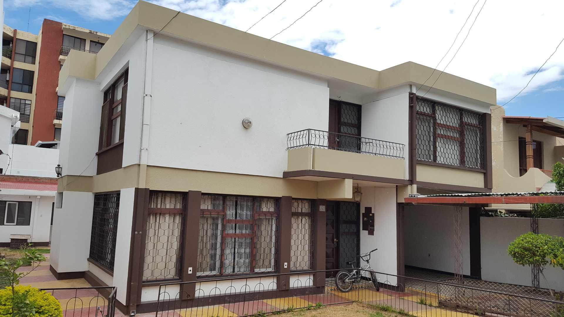 Casa en Alquiler $us.- 1.500.- ALQUILO BONITA CASA PARA OFICINAS/EMPRESA -  AV. PORTALES ENTRE SANTA CRUZ Y POTOSÍ - CEL: 707-58508 Foto 2