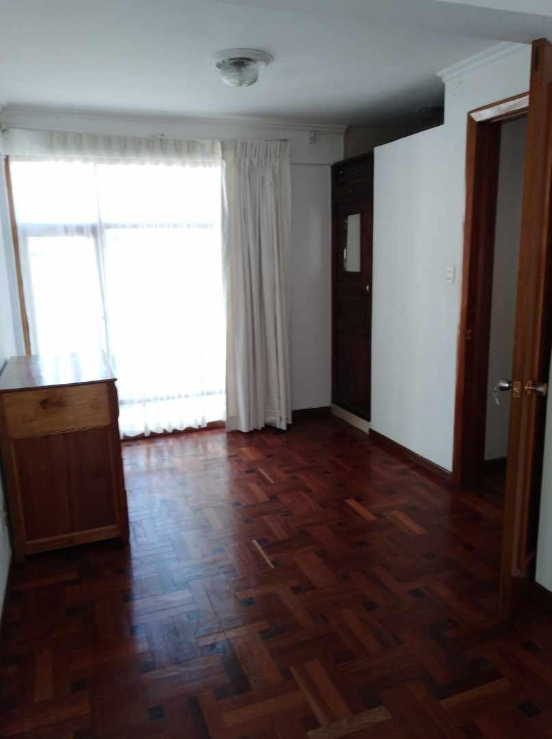 Casa en Alquiler CALACOTO calle 16 a 1/2 cuadra de la Av. Julio C. Patiño.  Foto 35