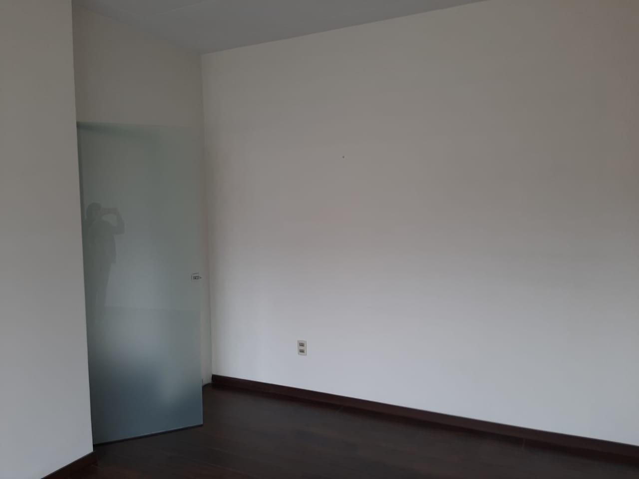 Oficina en Alquiler Av. Hernando Siles, entre la calle 3 y 4.  Edificio Titanium Piso 4. Foto 4