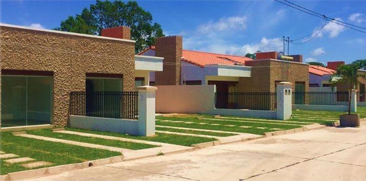 Casa en Venta Ubicación: Urbanización Jardines de La Riviera - Residencias y Condominio (Av. Banzer Km 8 1/2,  Foto 5