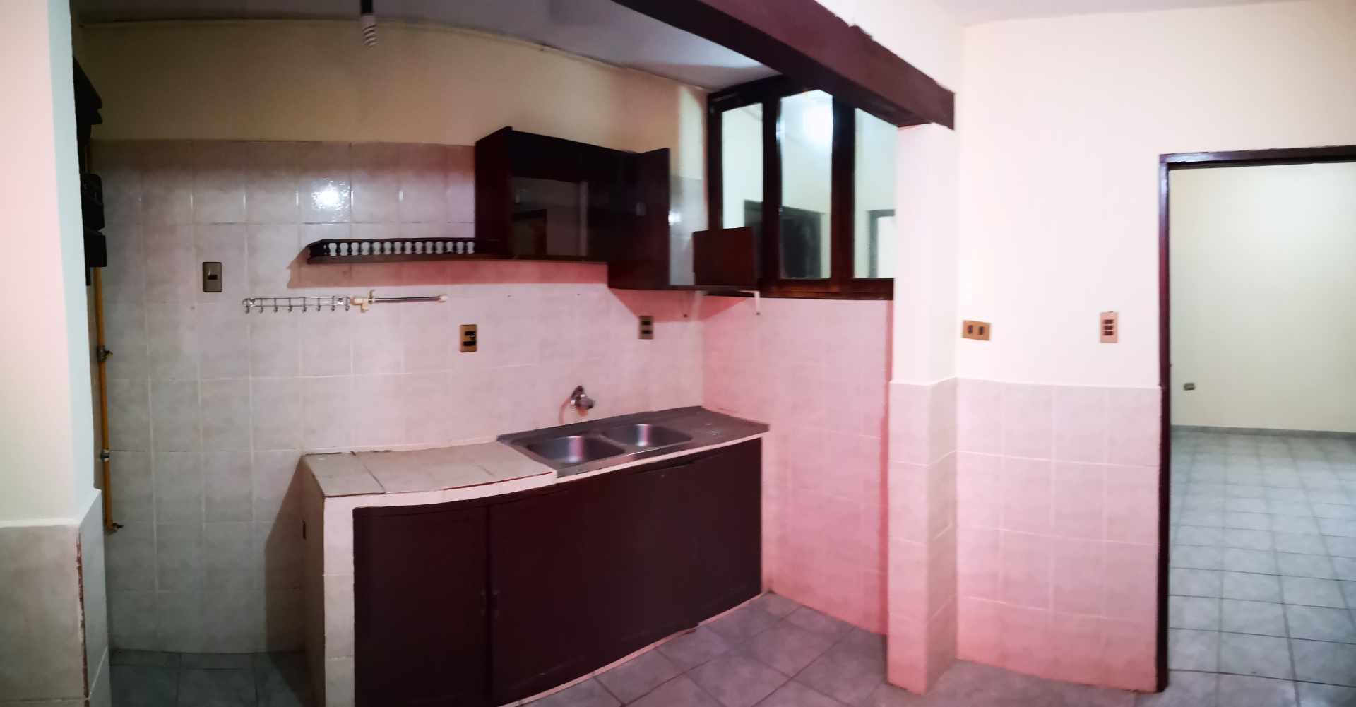 Casa en Alquiler Entre 4to y 5to anilo, entre Radial 10 y Av Sudamericana Calle Asoka Foto 14