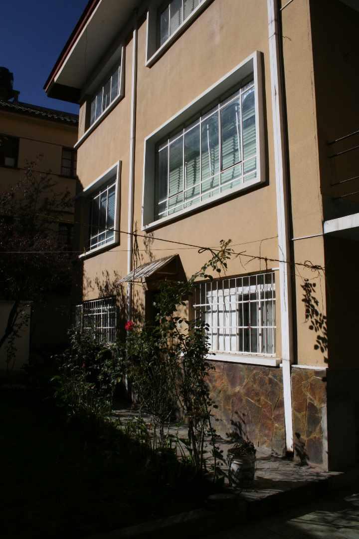 Casa en Alquiler Calle Guerrilleros Lanza 1238 Foto 4