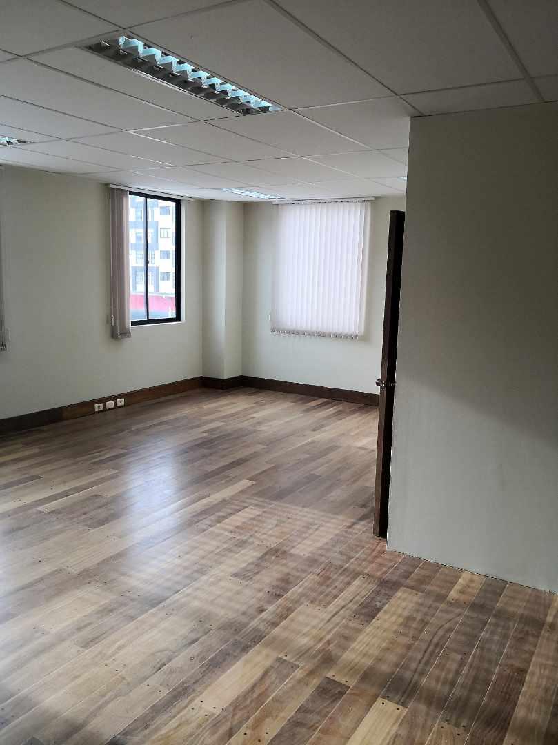 Oficina en Alquiler Zona de Calacoto, Calle 10, Edificio General Hugo Ballivian Foto 4