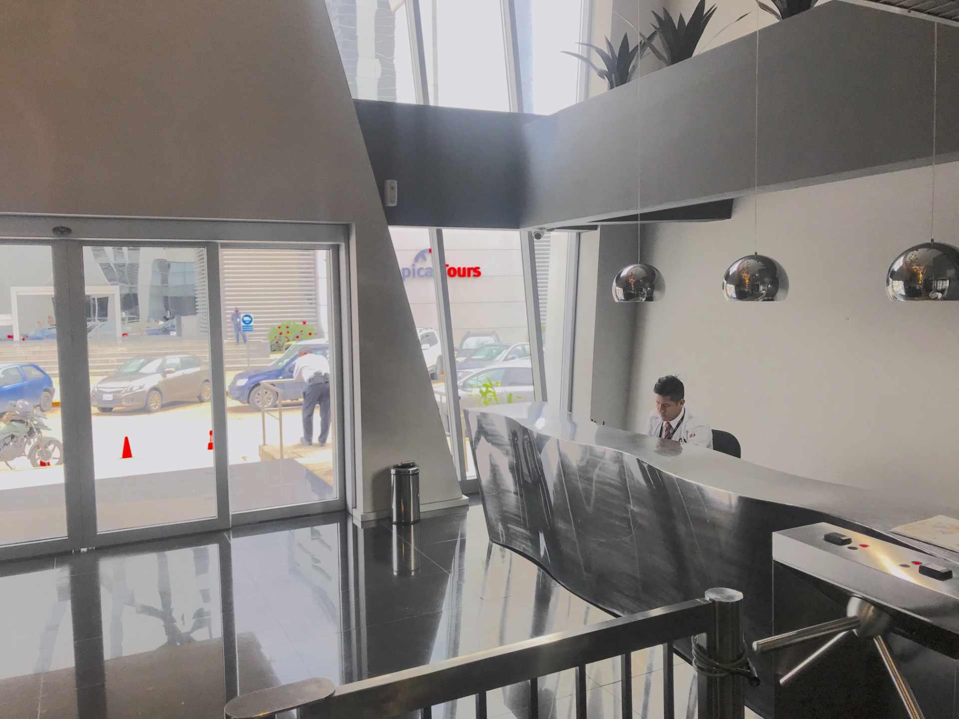 Oficina en Venta Torre de Negocios ALAS. Equipetrol Norte zona Empresarial, Av. San Martín entre 3er y 4to anillo.  Foto 8