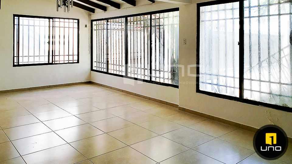 Casa en Alquiler CASA DE 1 PLANTA SOLO PARA OFICINA EN EL BARRIO EQUIPETROL Foto 2