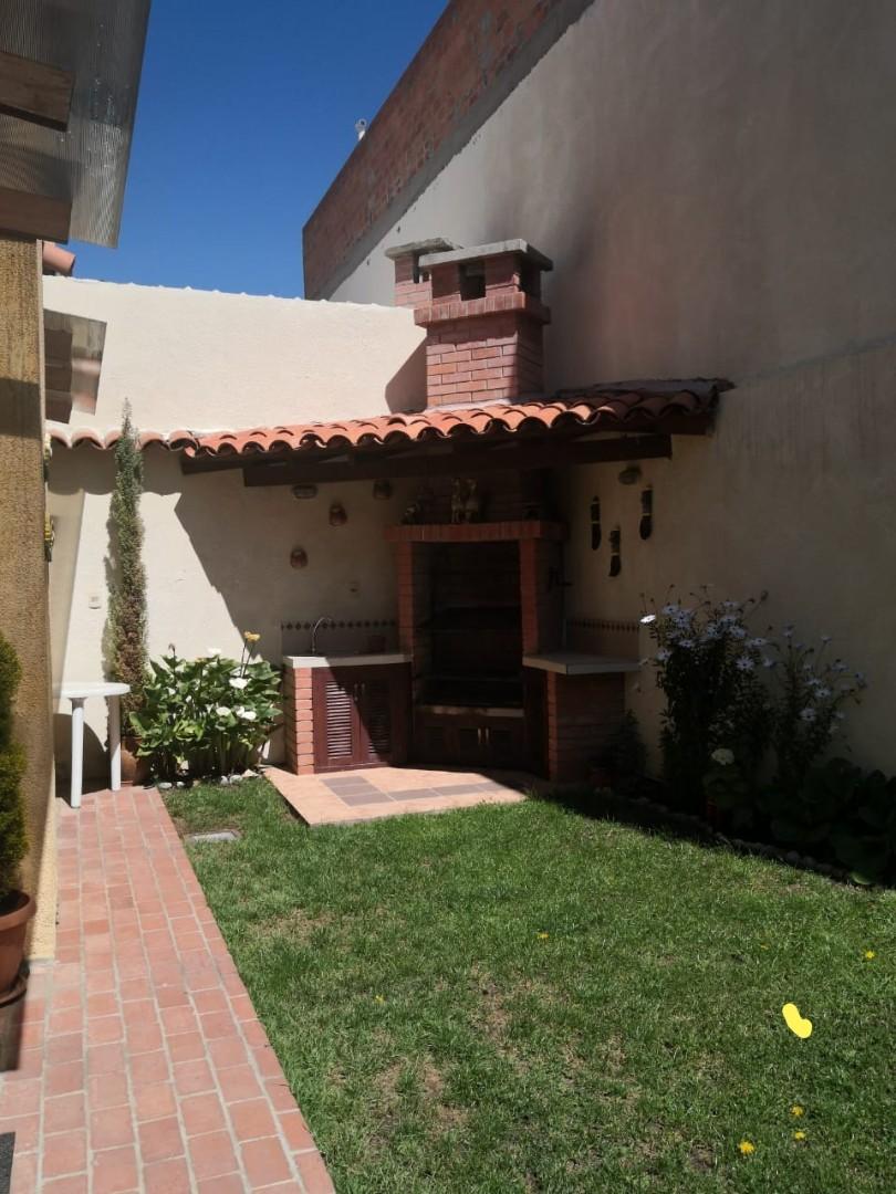 Casa en Venta Los Rosales, Achumani Foto 2