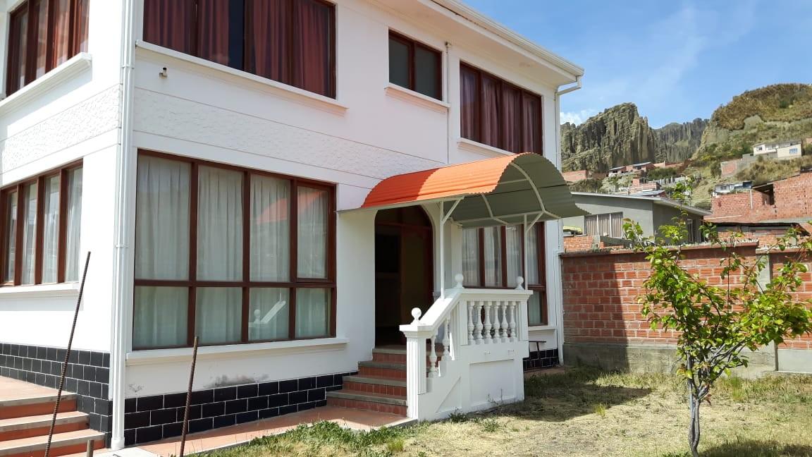 Casa en Anticretico Casa en ANTICRETICO NO MASCOTAS Las Rosas Zona Achumani La Paz todos los servicios y jardines Foto 4