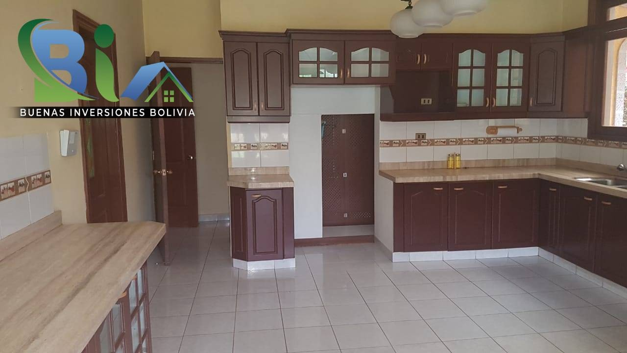 Casa en Alquiler $us.1800 ALQUILER RESIDENCIA COLONIAL 1100M2 URB. BOSQUE SUR Foto 17
