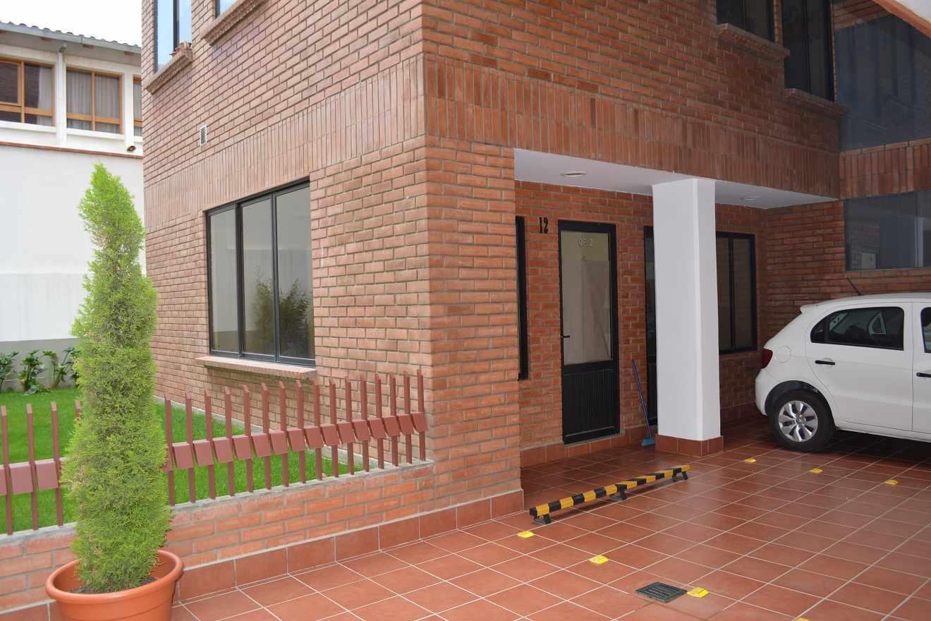 Oficina en Alquiler Av. Fuerza Naval entre calles 20 y 23 de Calacoto  Foto 6