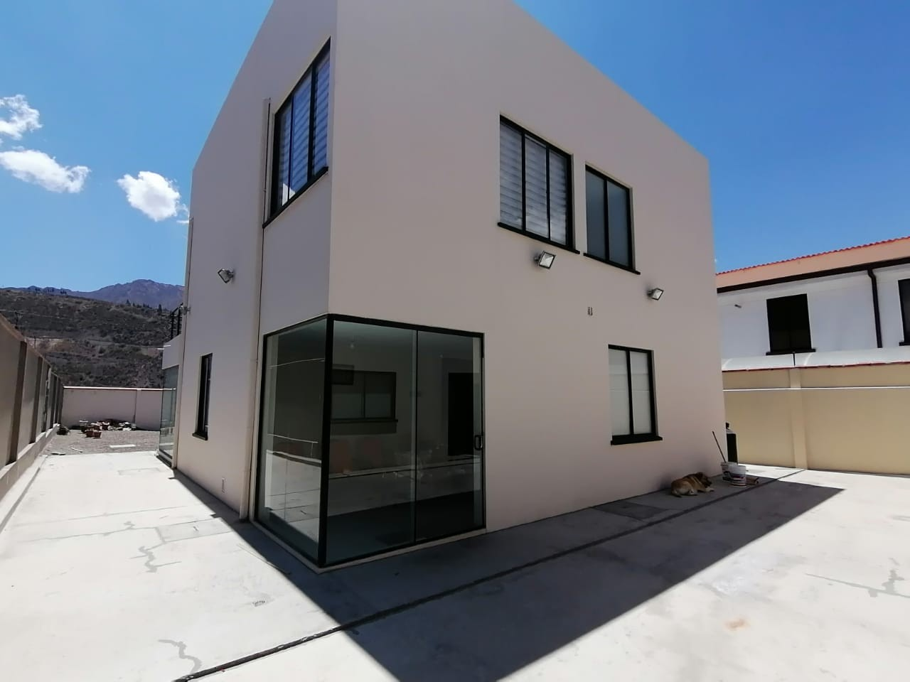 Casa en Venta $us.250.000.- LINDA CASA EN VENTA JUPAPINA 653 mtrs DE TERRENO LPZ Foto 17