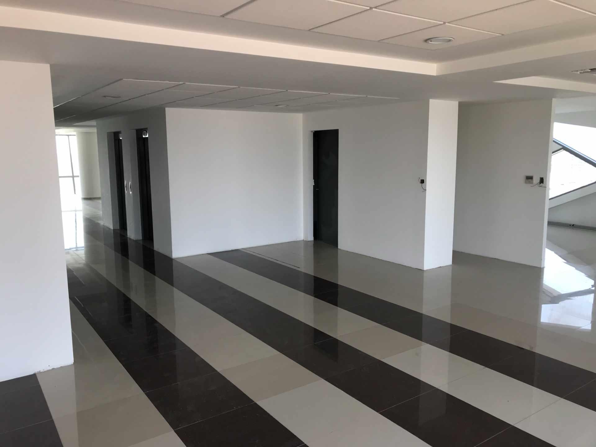 Oficina en Venta Torre de Negocios ALAS. Equipetrol Norte zona Empresarial, Av. San Martín entre 3er y 4to anillo.  Foto 19