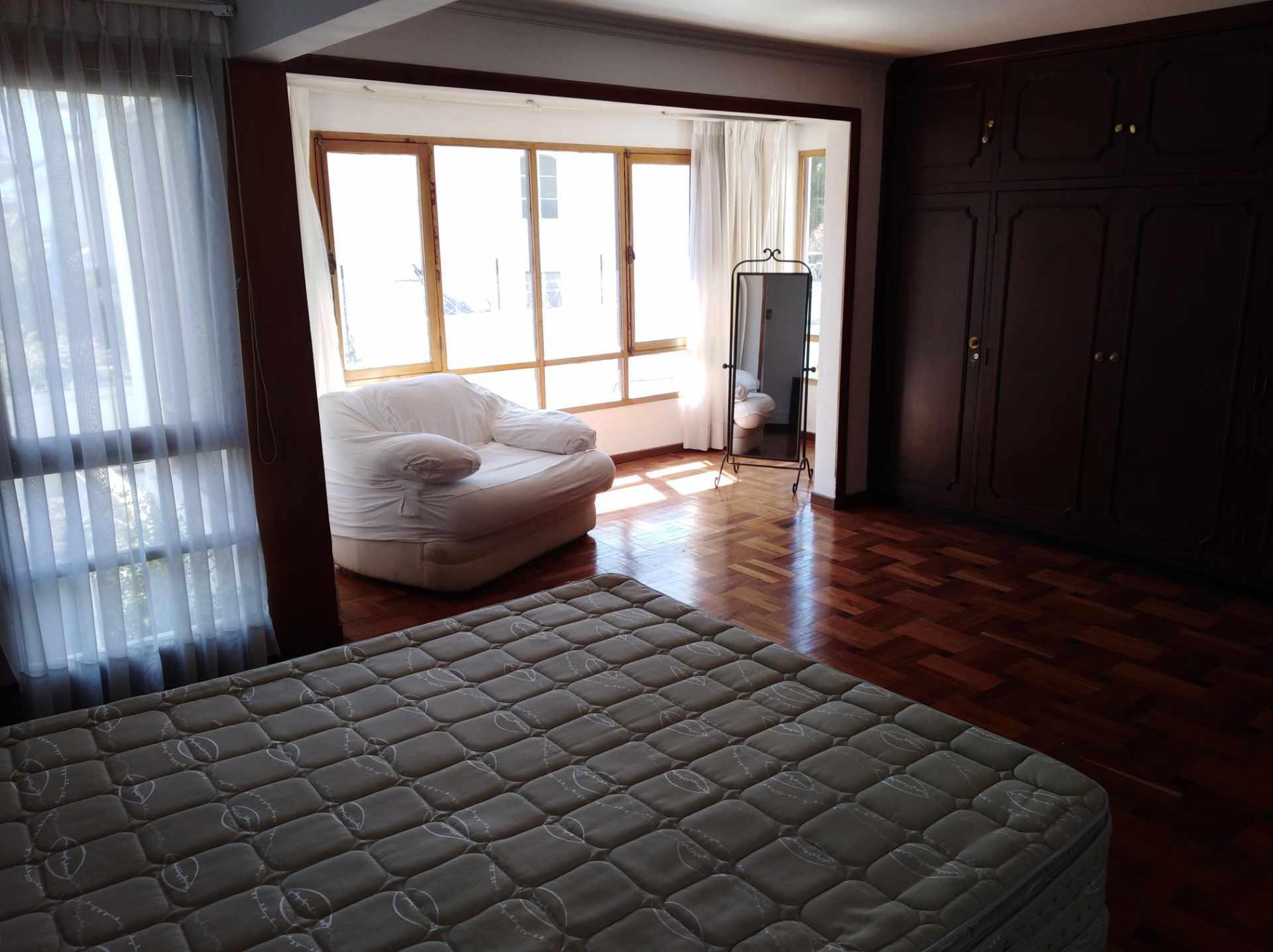 Casa en Alquiler CALACOTO calle 16 a 1/2 cuadra de la Av. Julio C. Patiño.  Foto 41