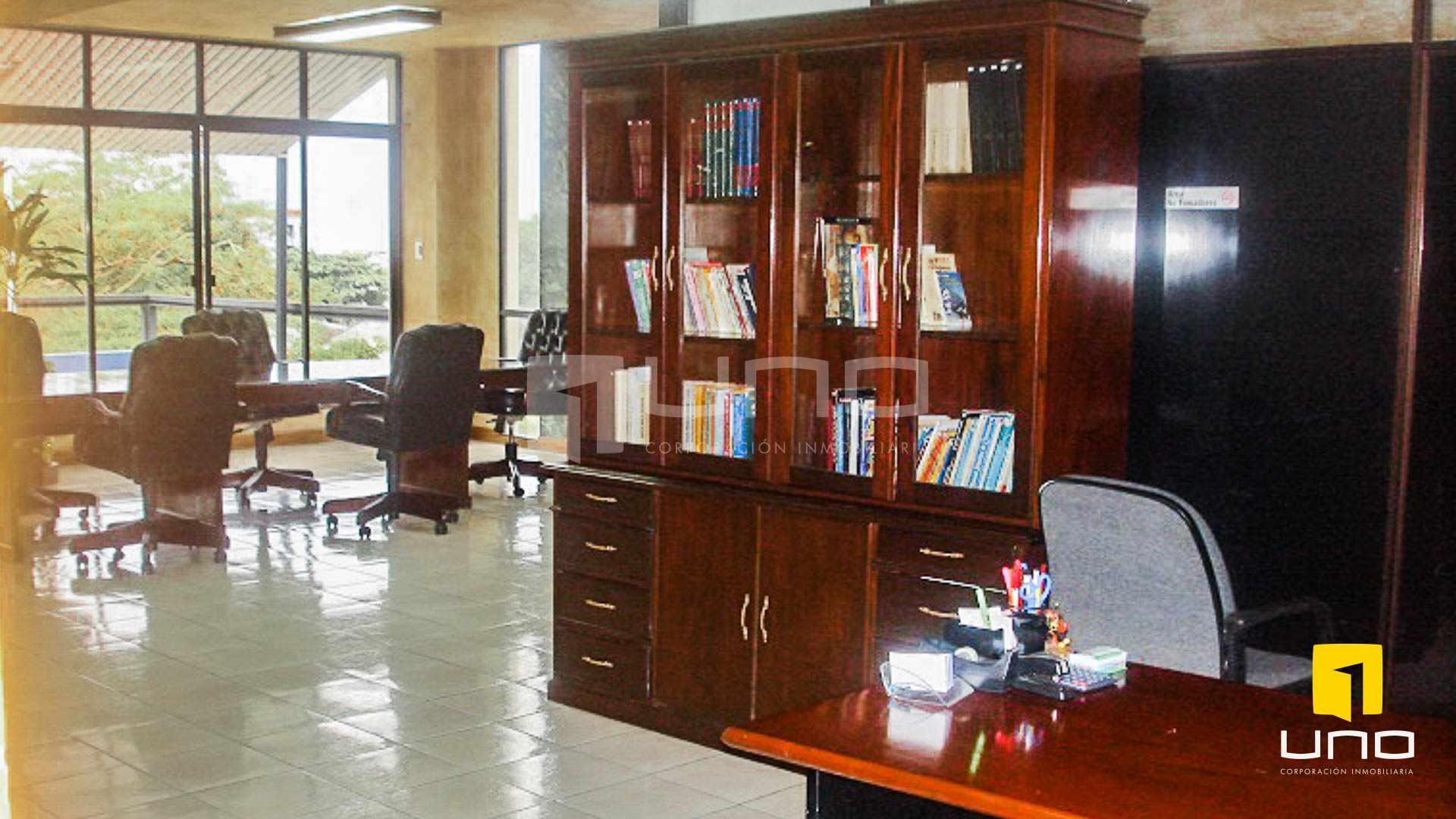 Oficina en Venta REGALO OFICINA SOBRE AV. IRALA EN PRIMER PISO Foto 5