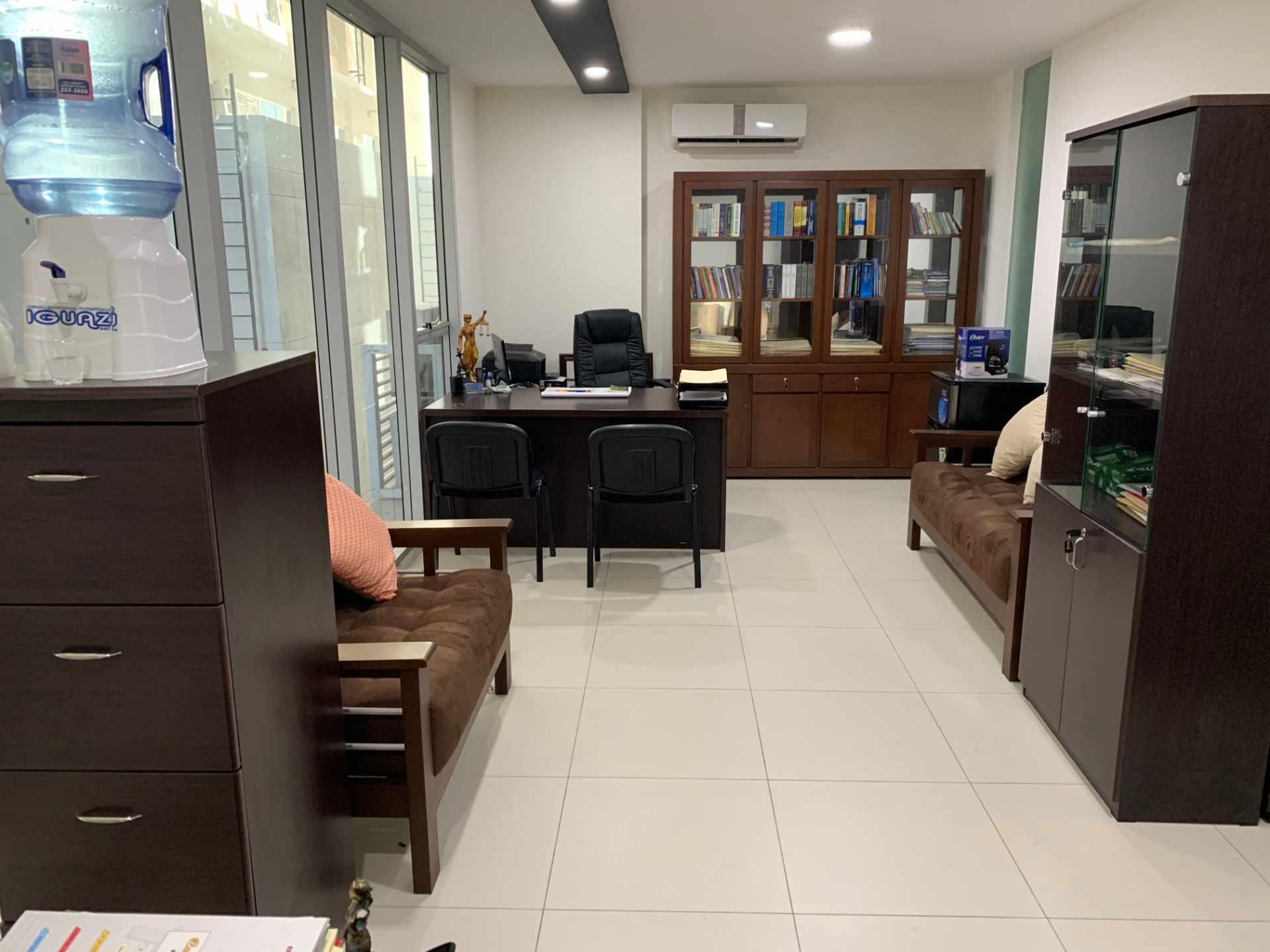 Oficina en Venta Calle Beni entre 1er y 2do Anillo Foto 2