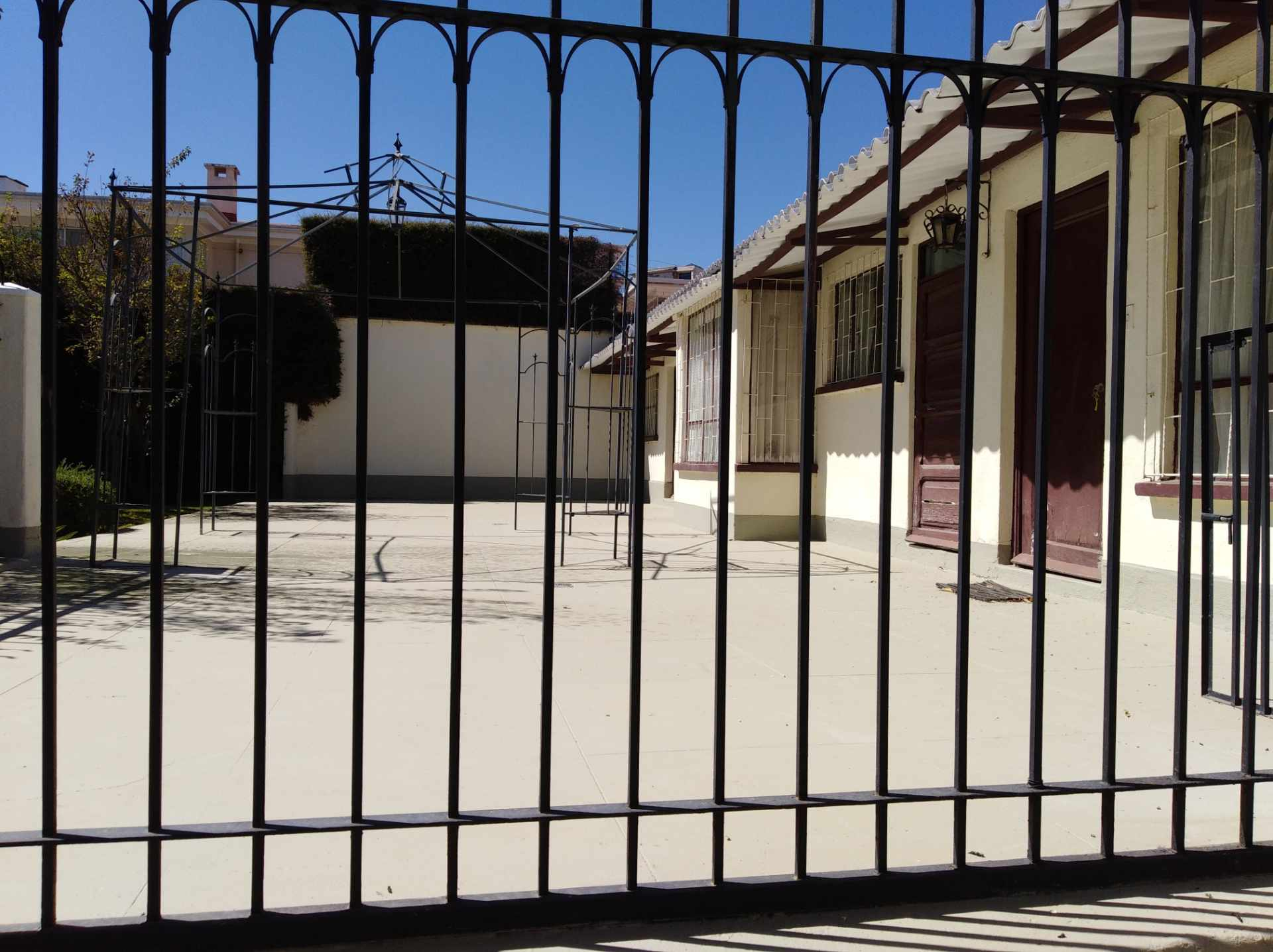 Casa en Alquiler CALACOTO calle 16 a 1/2 cuadra de la Av. Julio C. Patiño.  Foto 30