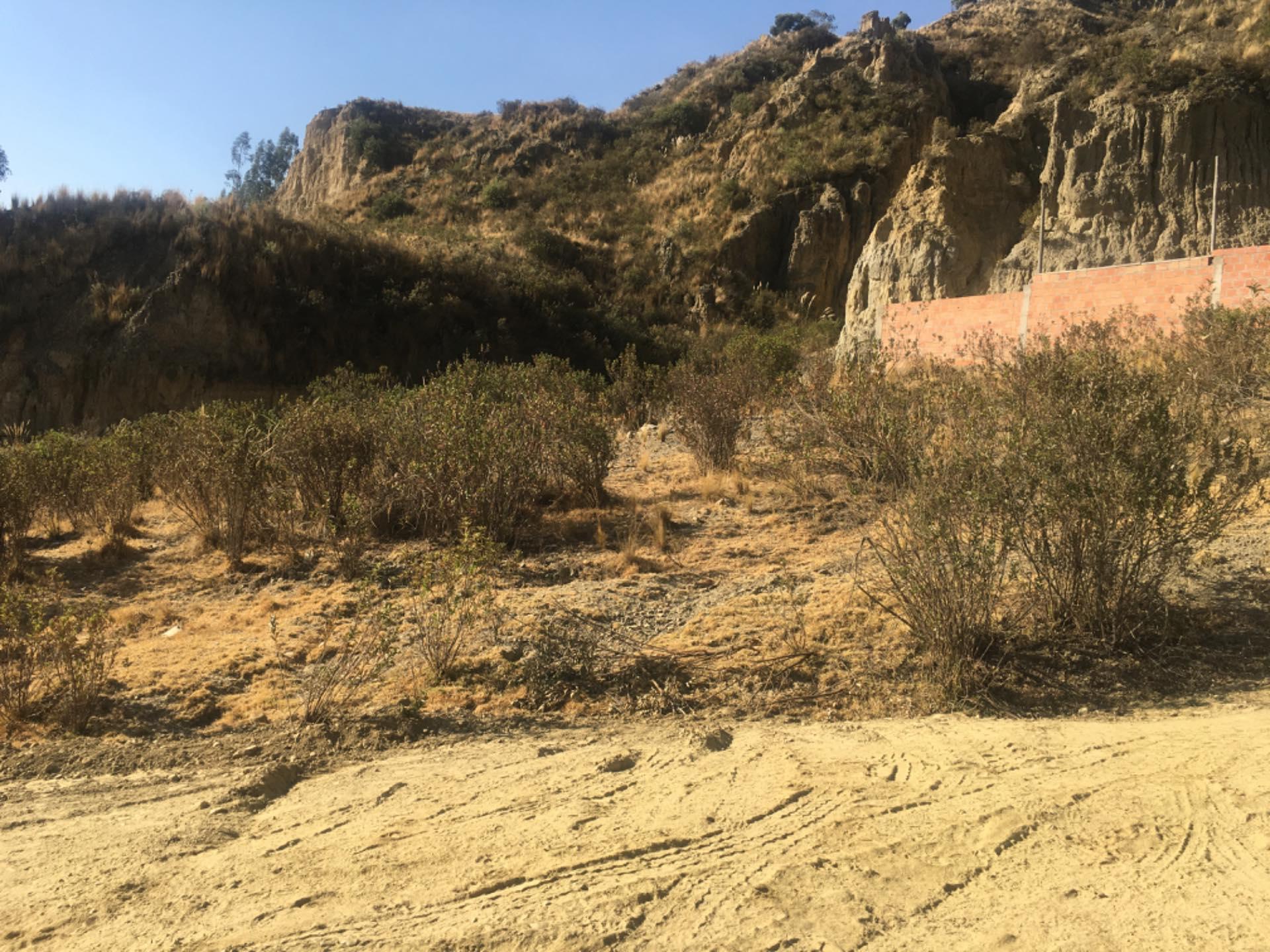 Terreno en Venta Achumani inmediaciones de la zona de Las Violetas  Foto 3