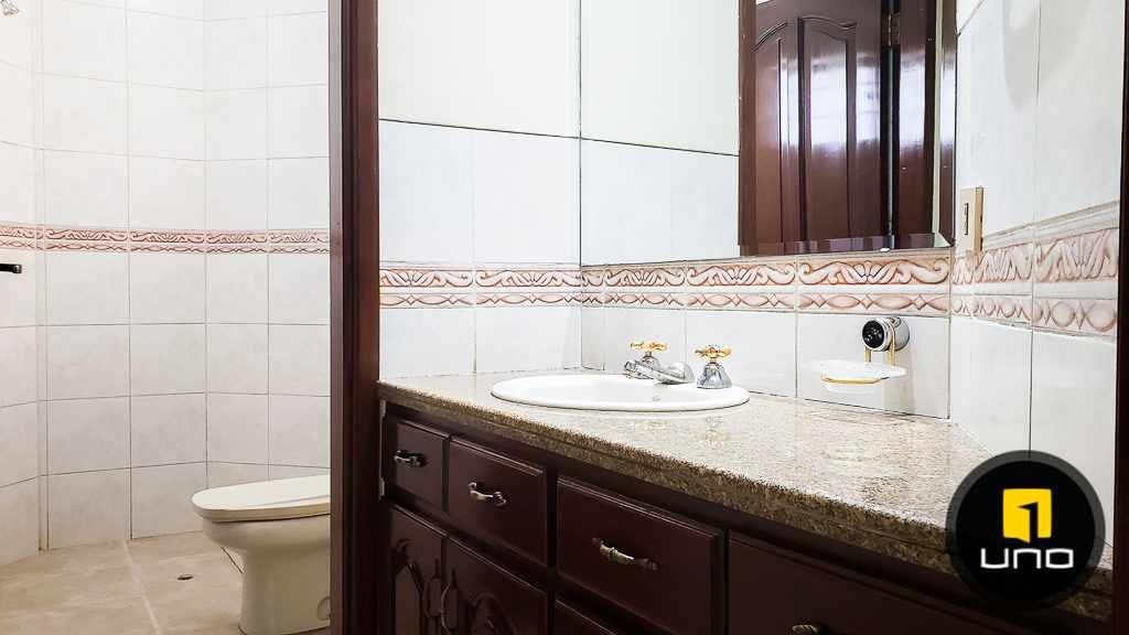 Casa en Venta Hermosa casa en venta en Equipetrol Foto 5