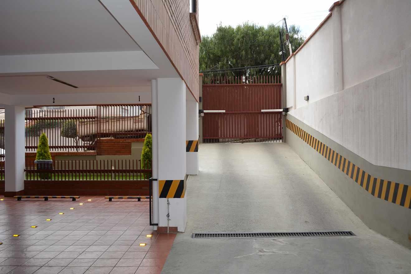 Oficina en Alquiler Av. Fuerza Naval entre calles 20 y 23 de Calacoto  Foto 5