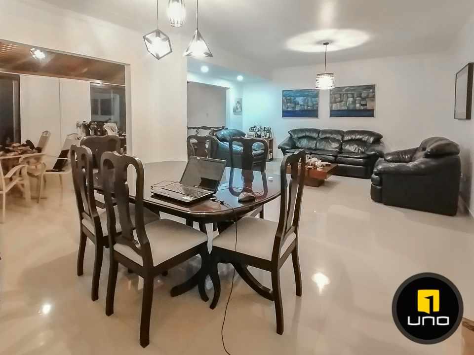 Casa en Alquiler HERMOSA CASA EN CONDOMINIO CIUDAD JARDIN ZONA NORTE AV. BANZER 6TO ANILLO Foto 2